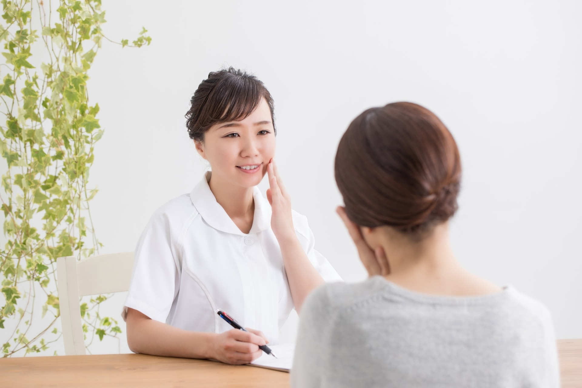 肝斑はレーザー治療で悪化するの?シミにおすすめの治療法